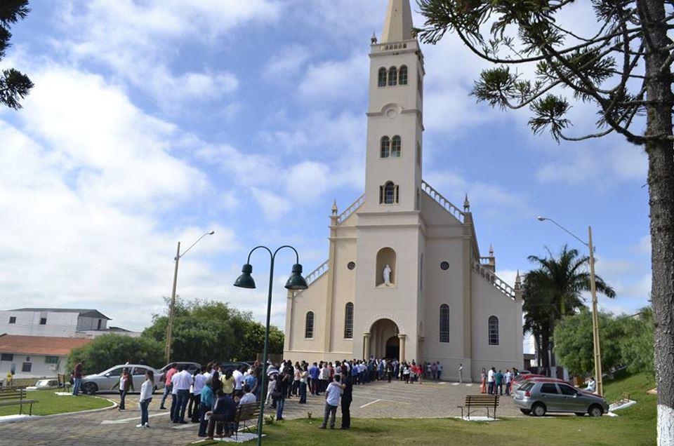 Sacramento da Crisma no Santuário Eucarístico Scj de Ibaiti-Pr