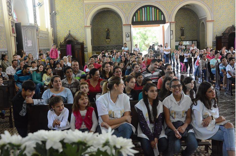 Santa Missa Com as Crianças em Tomazina-Pr