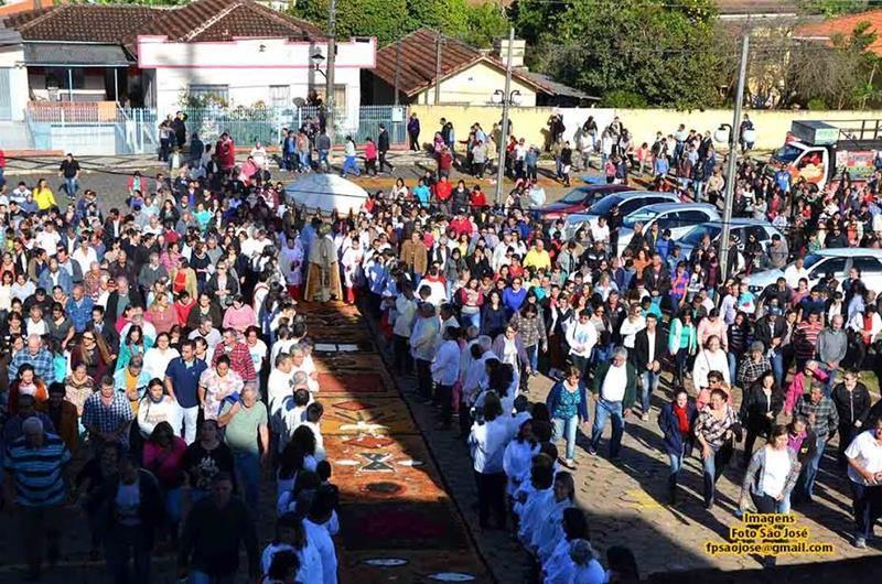 Solenidade de Corpus Christi em Siqueira Campos