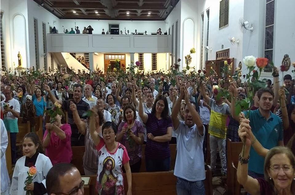 Missa das Rosas no Santuário de Santa Terezinha em Bandeirantes-Pr