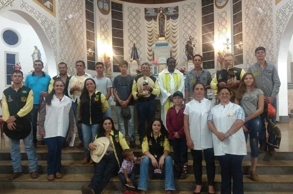Acolhida da I Romaria Tropeira no Santuário Santa Terezinha do Menino Jesus