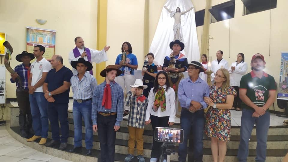 Tropeiros chegam a Paróquia Santa Filomena em Santo Antônio da Platina
